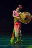 Κινεζικοί χορευτές. Συγκρότημα τέχνης Han Sheng Zhuhai. στοκ εικόνες