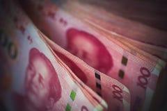 Κινεζικοί yuan λογαριασμοί κινηματογραφήσεων σε πρώτο πλάνο το νόμισμα της Κίνας, εκλεκτικό focu Στοκ Φωτογραφίες