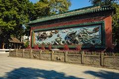 """Κινεζικός δράκος δύο στον μπλε τοίχο """"στον προγονικό ναό """" στοκ εικόνες"""