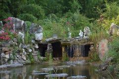 Κινεζικός καταρράκτης κήπων τοπίων βουνών Στοκ Φωτογραφία