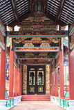 Κινεζικός παραδοσιακός διάδρομος της Ασίας με το παλαιά κλασικά σχέδιο της Κίνας και το σχέδιο, διάδρομος με το ασιατικό περίεργο Στοκ Φωτογραφίες