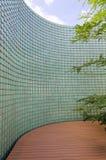 Κινεζικός πράσινος βερνικωμένος τοίχος κεραμιδιών στον κήπο Στοκ φωτογραφία με δικαίωμα ελεύθερης χρήσης