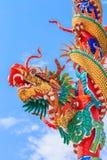 Κινεζικός δράκος στον πόλο Στοκ εικόνα με δικαίωμα ελεύθερης χρήσης
