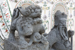 Κινεζικό άγαλμα Θεών, μένουν σε Wat Arun Rajwararam Στοκ Φωτογραφία