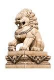 Κινεζικό άγαλμα λιονταριών που απομονώνεται Στοκ Φωτογραφία