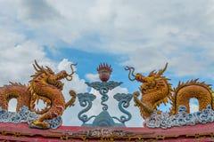 Κινεζικό άγαλμα δράκων ύφους στο ναό στοκ φωτογραφίες