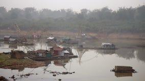 Κινεζικό δίχτυ του ψαρέματος, cantilever που αλιεύει, ομίχλη, ομιχλώδης, misty φιλμ μικρού μήκους