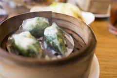 Κινεζικό αμυδρό ποσό στο κιβώτιο ατμοπλοίων μπαμπού Στοκ Φωτογραφίες