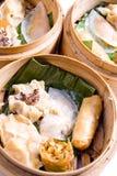 κινεζικό αμυδρό ποσό τροφί&m Στοκ εικόνα με δικαίωμα ελεύθερης χρήσης