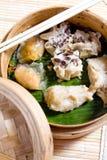 κινεζικό αμυδρό ποσό τροφί&m Στοκ φωτογραφίες με δικαίωμα ελεύθερης χρήσης