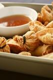 Κινεζικό αμυδρό ποσό με τη βύθιση της σάλτσας Στοκ εικόνα με δικαίωμα ελεύθερης χρήσης