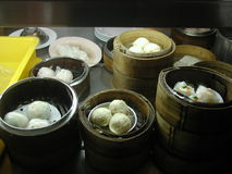κινεζικό αμυδρό ποσό τροφί&m Στοκ εικόνες με δικαίωμα ελεύθερης χρήσης