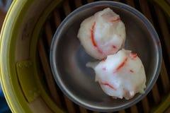 Κινεζικό αμυδρό ποσό Shumai (βρασμένη στον ατμό κινεζική μπουλέττα) Στοκ εικόνες με δικαίωμα ελεύθερης χρήσης