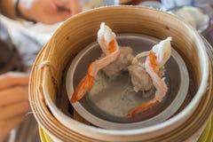 Κινεζικό αμυδρό ποσό Shumai (βρασμένη στον ατμό κινεζική μπουλέττα) Στοκ Εικόνες