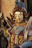 Κινεζικό αρσενικό άγαλμα αγγέλου που γεμίζουν με το χρυσό φύλλο Στοκ εικόνες με δικαίωμα ελεύθερης χρήσης