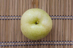 Κινεζικό αχλάδι στο χαλί Στοκ εικόνες με δικαίωμα ελεύθερης χρήσης