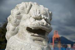 Κινεζικό λιονταριών tradittional υπόβαθρο πόλεων γλυπτών σύγχρονο Στοκ Εικόνα