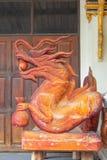 Κινεζικό κεφάλι δράκων που γίνεται από το ξύλο Στοκ εικόνες με δικαίωμα ελεύθερης χρήσης
