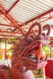 Κινεζικό κεφάλι δράκων που γίνεται από το ξύλο Στοκ Εικόνες