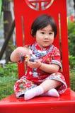 Κινεζικό κορίτσι με το κόκκινο φόρεμα Στοκ φωτογραφία με δικαίωμα ελεύθερης χρήσης