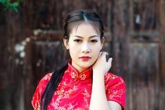 Κινεζικό κορίτσι στο παραδοσιακό κινέζικο Στοκ εικόνες με δικαίωμα ελεύθερης χρήσης