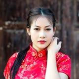 Κινεζικό κορίτσι στο παραδοσιακό κινέζικο cheongsam Στοκ φωτογραφίες με δικαίωμα ελεύθερης χρήσης