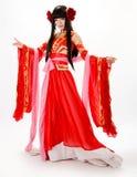 Κινεζικό κορίτσι ύφους της Ασίας στον κόκκινο παραδοσιακό χορευτή φορεμάτων Στοκ Εικόνα