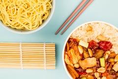Κινεζικό κοτόπουλο Kung Po ύφους με το ρύζι Στοκ Φωτογραφία