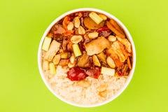 Κινεζικό κοτόπουλο Kung Po ύφους με το ρύζι Στοκ εικόνα με δικαίωμα ελεύθερης χρήσης