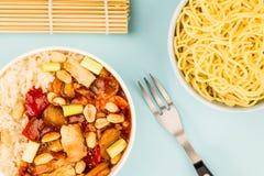 Κινεζικό κοτόπουλο Kung Po ύφους με το ρύζι Στοκ Εικόνα