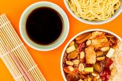 Κινεζικό κοτόπουλο Kung Po ύφους με το ρύζι Στοκ Εικόνες