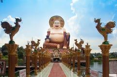 Κινεζικό μεγάλο πεζοδρόμιο του Βούδα στον έντονο ναό τελών ναών Στοκ εικόνες με δικαίωμα ελεύθερης χρήσης