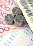 Κινεζικό νόμισμα, διάγραμμα και υπολογιστής Στοκ φωτογραφίες με δικαίωμα ελεύθερης χρήσης