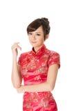 Κινεζικό παραδοσιακό cheongsam φορεμάτων γυναικών στοκ εικόνες με δικαίωμα ελεύθερης χρήσης