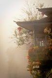 Κινεζικό σπίτι στην ομίχλη Στοκ φωτογραφία με δικαίωμα ελεύθερης χρήσης