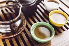 Κινεζικό σύνολο τσαγιού, ξύλινος teatable για το υπόβαθρο τελετής τσαγιού Στοκ φωτογραφία με δικαίωμα ελεύθερης χρήσης