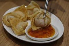 Κινεζικό τηγανισμένο αμυδρό ποσό Στοκ εικόνες με δικαίωμα ελεύθερης χρήσης