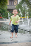 κινεζικό τρέξιμο αγοριών Στοκ φωτογραφίες με δικαίωμα ελεύθερης χρήσης