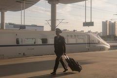 Κινεζικό τραίνο υψηλής ταχύτητας στο σταθμό Στοκ Εικόνες