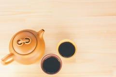Κινεζικό τσάι αργίλου Yixing που τίθεται με teapot και τα φλυτζάνια με τον καυτό Μαύρο Στοκ φωτογραφίες με δικαίωμα ελεύθερης χρήσης