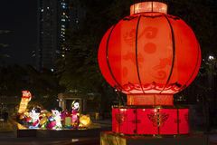 Κινεζικό φανάρι εγγράφου στο μέσο φεστιβάλ φθινοπώρου Στοκ εικόνες με δικαίωμα ελεύθερης χρήσης