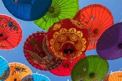 Κινεζικό φανάρι με τις ομπρέλες Στοκ Φωτογραφία