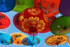 Κινεζικό φανάρι με τις ομπρέλες Στοκ Εικόνα