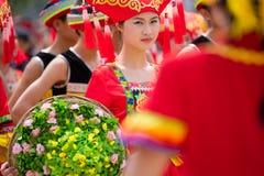 Κινεζικό χορεύοντας κορίτσι στο εθνικό φεστιβάλ Zhuang Στοκ εικόνες με δικαίωμα ελεύθερης χρήσης