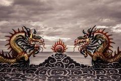 Κινεζικό ύφος αγαλμάτων δράκων στη στέγη στο ναό Στοκ εικόνα με δικαίωμα ελεύθερης χρήσης