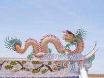 Κινεζικό dargon στην κορυφή στεγών Στοκ εικόνα με δικαίωμα ελεύθερης χρήσης