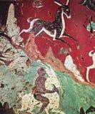 Κινεζικό frescoe των άσπρων ελαφιών σε ένα κόκκινο υπόβαθρο στοκ εικόνα με δικαίωμα ελεύθερης χρήσης