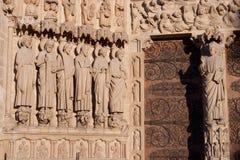 Καθεδρικός ναός της Παναγίας των Παρισίων, Παρίσι, Γαλλία Κινηματογράφηση σε πρώτο πλάνο ébrasement της πύλης της τελευταίας κρί στοκ εικόνες