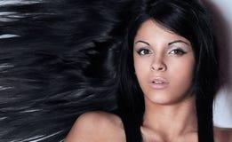Κινηματογράφηση σε πρώτο πλάνο ενός θηλυκού προσώπου στο Μαύρο Στοκ εικόνα με δικαίωμα ελεύθερης χρήσης