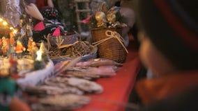 Κινηματογράφηση σε πρώτο πλάνο ενός καταστήματος δώρων στα Χριστούγεννα απόθεμα βίντεο